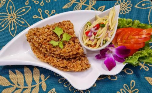Crispy Catfish Mango Salad