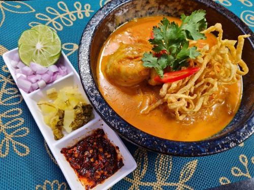 Khao Soy Chicken