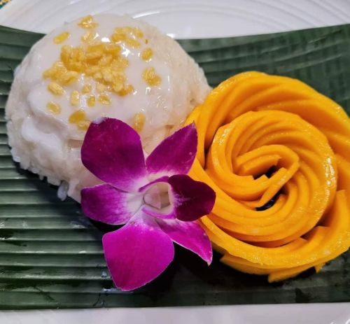 Mango  with Coconut Sticky Rice (Khao Neaw Moon)