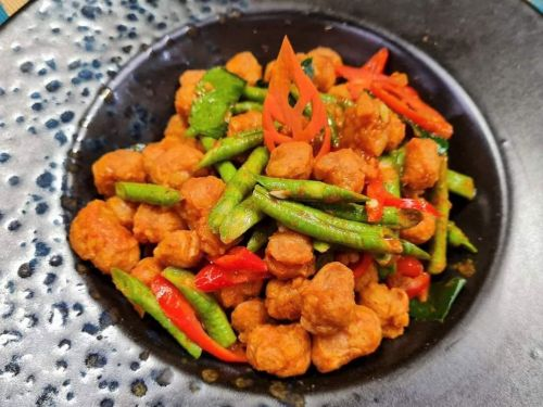 Long Beans with Soy Protein in Red Curry